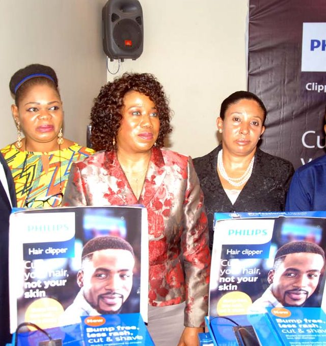 Pix from left Ime Umoh, GM, Philips Healthtech, West Africa; Adesuwa Igho-Orere, Executive Director, Technology Distribution; Chioma Nweke, General Manager, Philips Personal Health, West Africa; Dr Ayesha Akinkugbe, Consultant Dermatologist, College of Medicine, University of Lagos and Noble Igwe, Celebrity Blogger and Promoter of YNaija at the media launch of Philips Clipper in Lagos.
